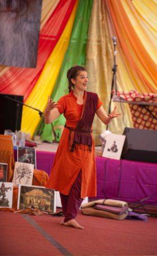 Fabrizia teaching Indian Dance at Osho Leela Festival in Dorset, photo by Kutira Warnke, May 2013