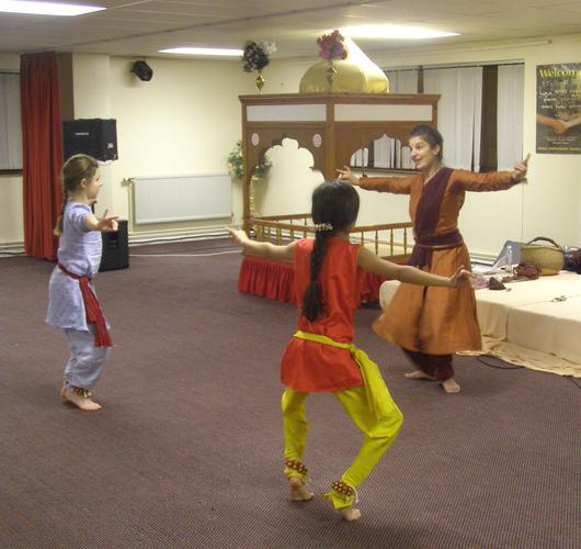 [ Fabrizia teaching at The Ravidassia Centre in Hitchin ]