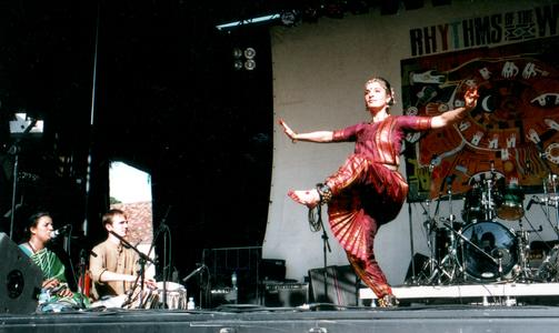 [ Fabrizia with musicians @ RoTW, July 2005 ]
